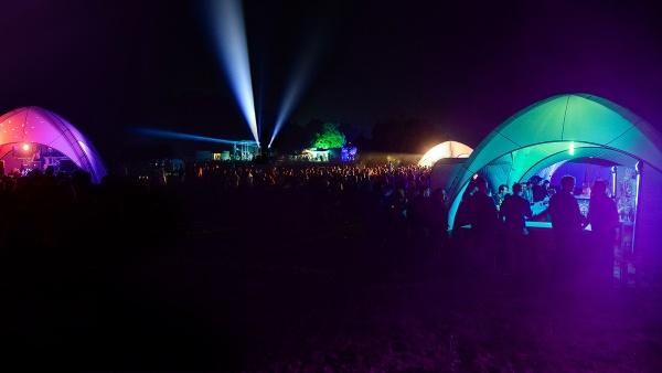 Gybe-Zelt beleuchtet