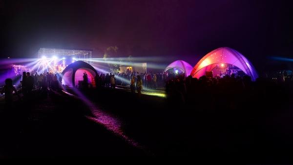 Aufblasbares Gybe-Zelt beleuchtet